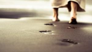 Jesus-walking-on-beach-1920x1080